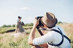 10 Fragen, die Sie einem Videofilmer stellen sollten, bevor Sie ihn für Ihre Hochzeit einstellen